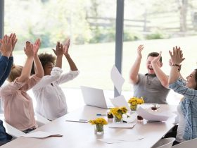 راه های شاد کردن محیط کار