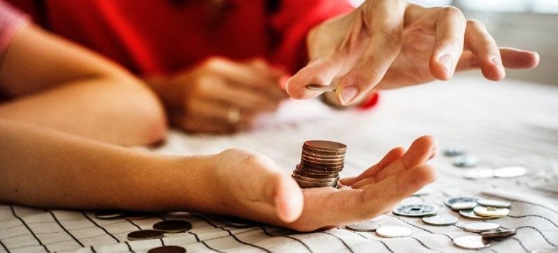 یک خانواده چگونه میتواند از هدر دادن پول خود جلوگیری کند