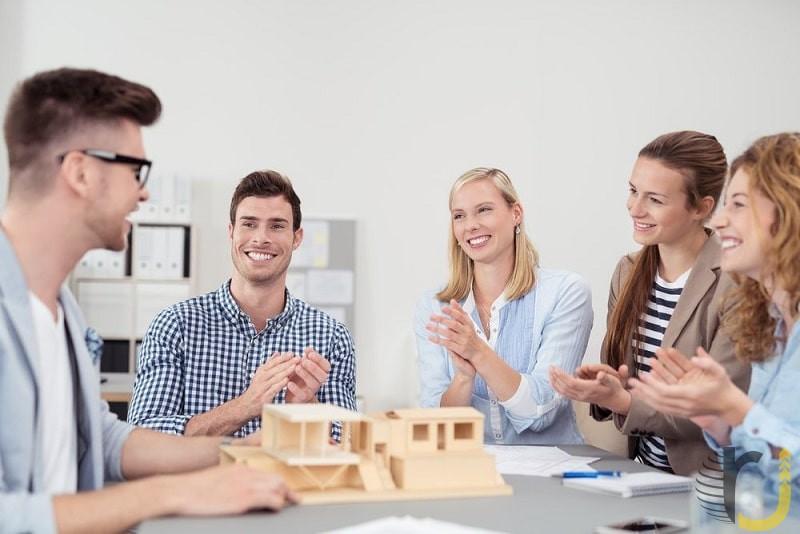 تشویق کردن همکاری در محیط کار را تقویت می کند